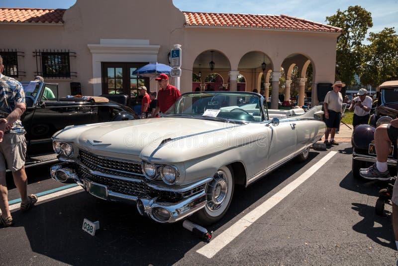 Άσπρο Eldorado Cadillac του 1959 στο 32$ο ετήσιο κλασικό αυτοκίνητο αποθηκών της Νάπολης παρουσιάζει στοκ φωτογραφία