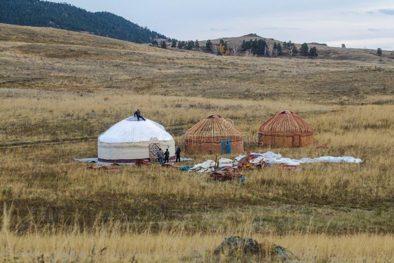 Άσπρο Yurt - η σκηνή νομάδων ` s είναι η εθνική κατοικία των ανθρώπων του Καζακστάν στοκ φωτογραφίες