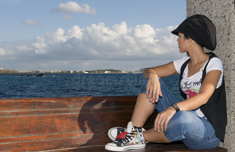 άστεγοι κοριτσιών horizont που &p στοκ φωτογραφία με δικαίωμα ελεύθερης χρήσης