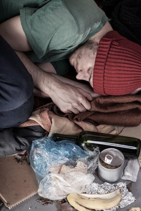 Άστεγος ύπνος στην οδό στοκ φωτογραφία με δικαίωμα ελεύθερης χρήσης