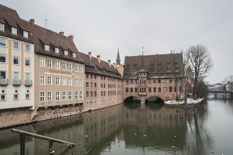 Άσυλο heilig-Geist-Spital του ιερού πνεύματος στην παλαιά πόλη Νυρεμβέργη Άποψ στοκ φωτογραφίες