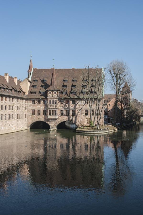 Άσυλο heilig-Geist-Spital του ιερού πνεύματος στην παλαιά πόλη Νυρεμβέργη Άποψ στοκ εικόνα