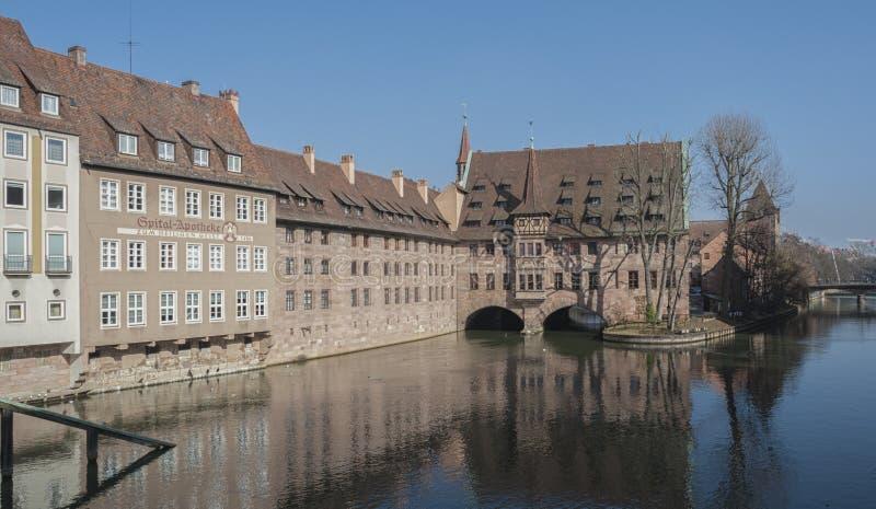 Άσυλο heilig-Geist-Spital του ιερού πνεύματος στην παλαιά πόλη Νυρεμβέργη Άποψ στοκ φωτογραφία με δικαίωμα ελεύθερης χρήσης