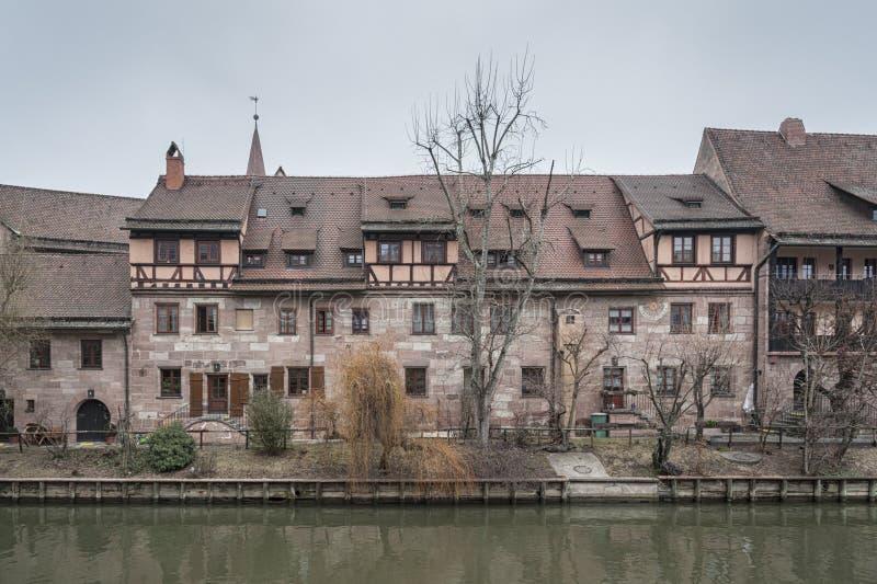 Άσυλο heilig-Geist-Spital του ιερού πνεύματος στην παλαιά πόλη Νυρεμβέργη Άποψ στοκ εικόνες με δικαίωμα ελεύθερης χρήσης