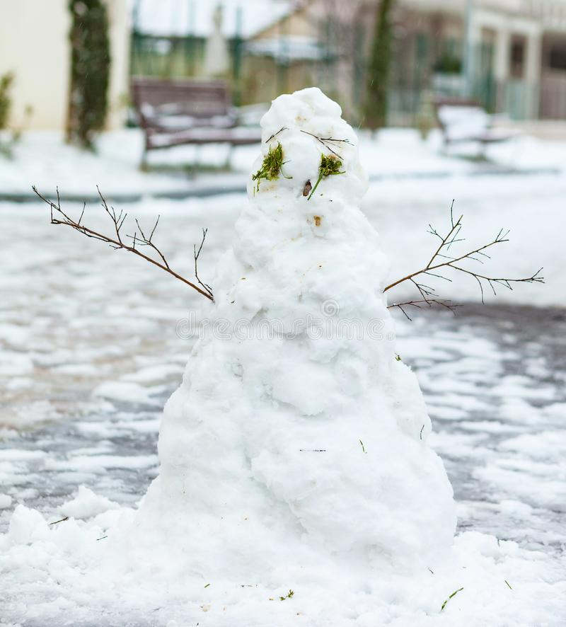 Άσχημος χιονάνθρωπος στο χειμώνα στοκ εικόνα με δικαίωμα ελεύθερης χρήσης
