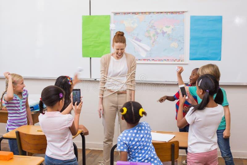 Άτακτοι μαθητές στην κατηγορία στοκ εικόνες με δικαίωμα ελεύθερης χρήσης
