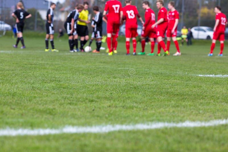 Άτομα που παίζουν το ποδόσφαιρο στοκ εικόνες