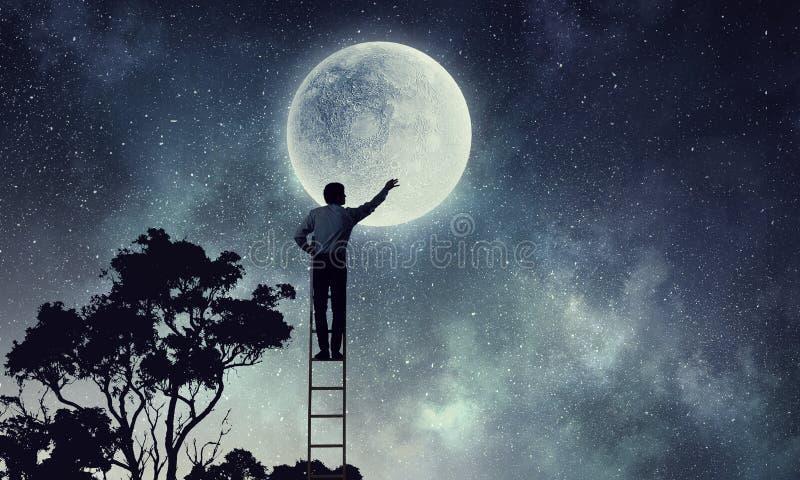 Άτομα που παίρνουν το φεγγάρι Μικτά μέσα στοκ φωτογραφίες με δικαίωμα ελεύθερης χρήσης