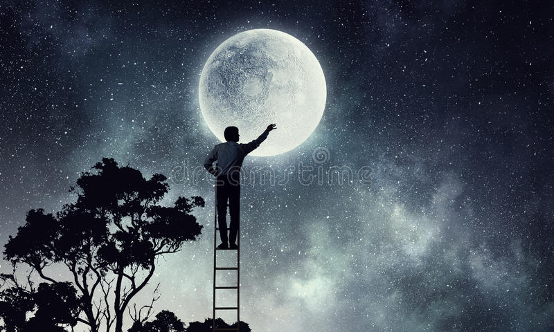Άτομα που παίρνουν το φεγγάρι στοκ εικόνες με δικαίωμα ελεύθερης χρήσης