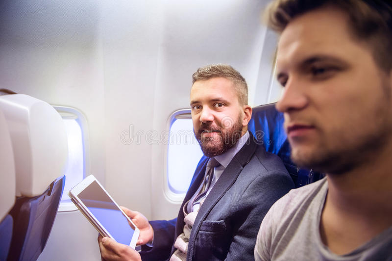 Άτομα που ταξιδεύουν με το αεροπλάνο στοκ φωτογραφία με δικαίωμα ελεύθερης χρήσης
