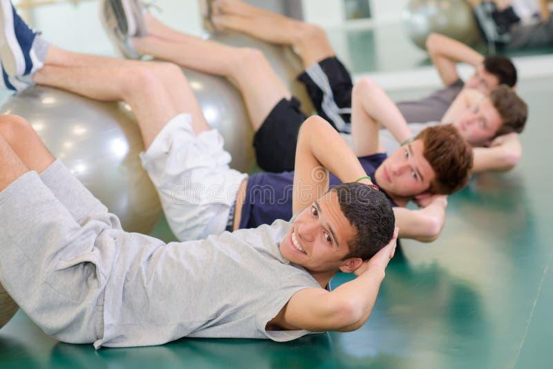 Άτομα στη γυμναστική στοκ φωτογραφία
