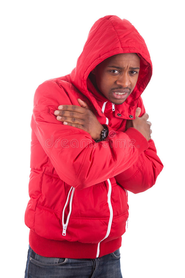 Άτομο αφροαμερικάνων που φορά ένα χειμερινό παλτό στοκ φωτογραφίες