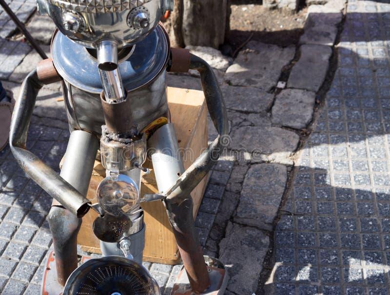 Άτομο κασσίτερου που παίζει το saxaphone στην οδό στοκ φωτογραφίες