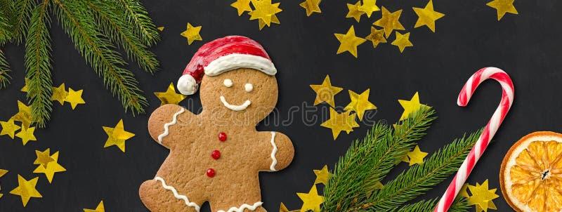 Άτομο μελοψωμάτων με τη διακόσμηση Χριστουγέννων στοκ φωτογραφίες με δικαίωμα ελεύθερης χρήσης