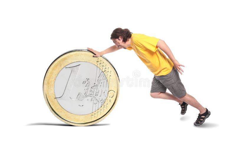 Άτομο με ένα μεγάλο ευρο- νόμισμα στοκ εικόνες