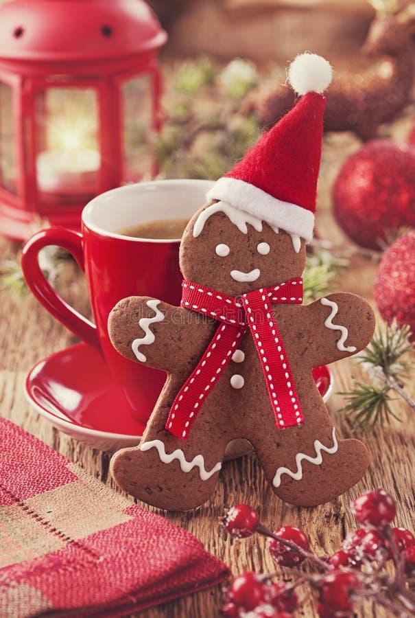 Άτομο μελοψωμάτων Χριστουγέννων στοκ εικόνες