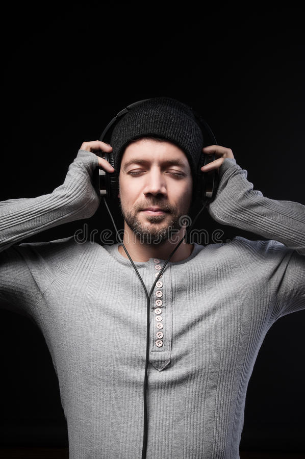 Άτομο με τα ακουστικά στοκ φωτογραφία με δικαίωμα ελεύθερης χρήσης