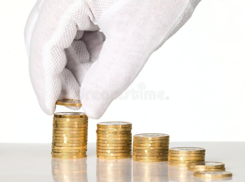 Άτομο με τα γάντια που μετρούν τα χρήματα στοκ φωτογραφίες με δικαίωμα ελεύθερης χρήσης