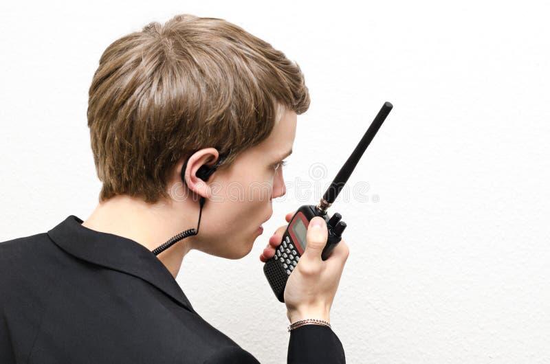 Άτομο με την ομιλούσα ταινία Walkie στοκ φωτογραφία με δικαίωμα ελεύθερης χρήσης