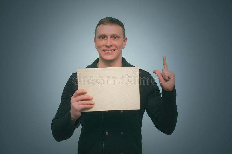 Άτομο με την πινακίδα στοκ φωτογραφία με δικαίωμα ελεύθερης χρήσης