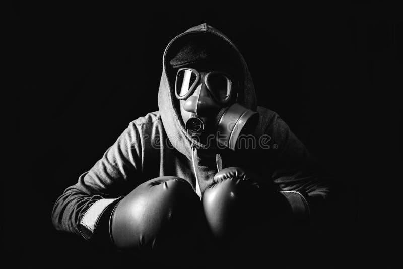 Άτομο με τη μάσκα στοκ εικόνα με δικαίωμα ελεύθερης χρήσης