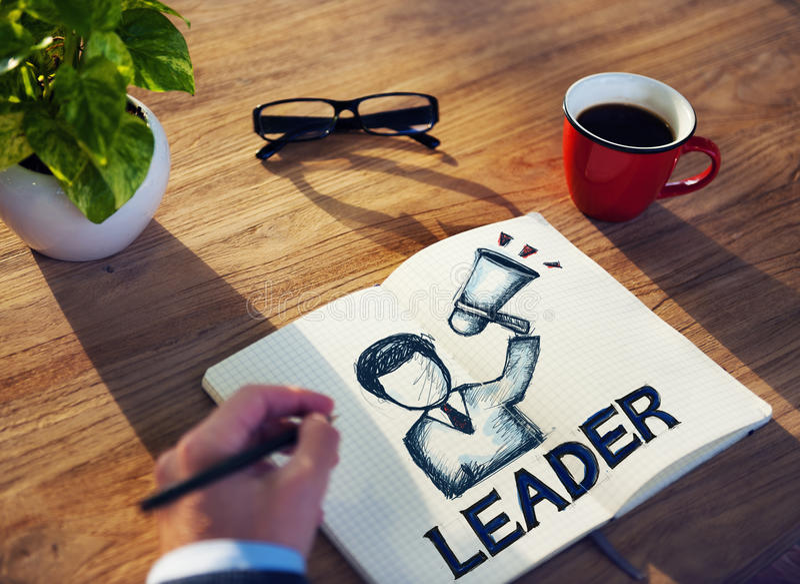 Άτομο με τις έννοιες σημειωματάριων και ηγεσίας στοκ εικόνα με δικαίωμα ελεύθερης χρήσης