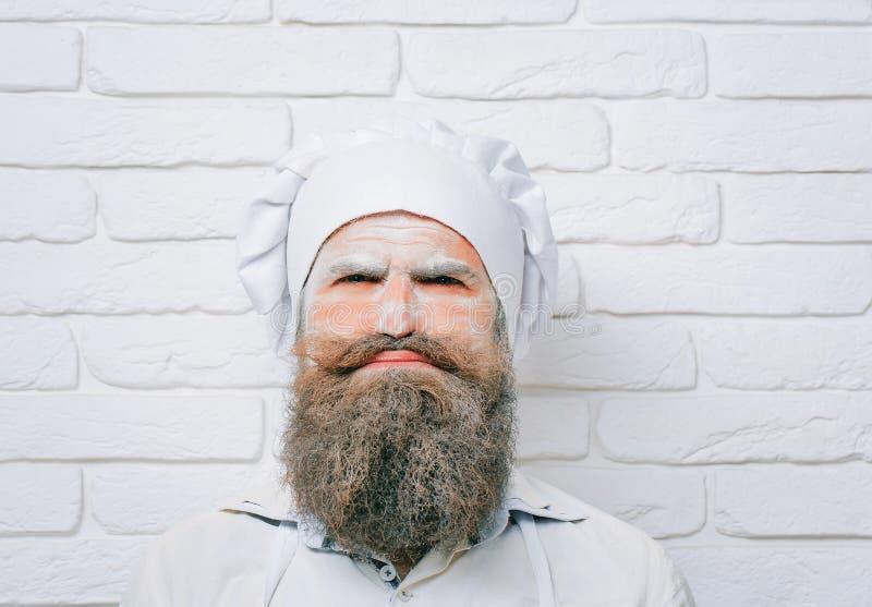 Άτομο με το αλεύρι στο πρόσωπο στοκ εικόνα με δικαίωμα ελεύθερης χρήσης