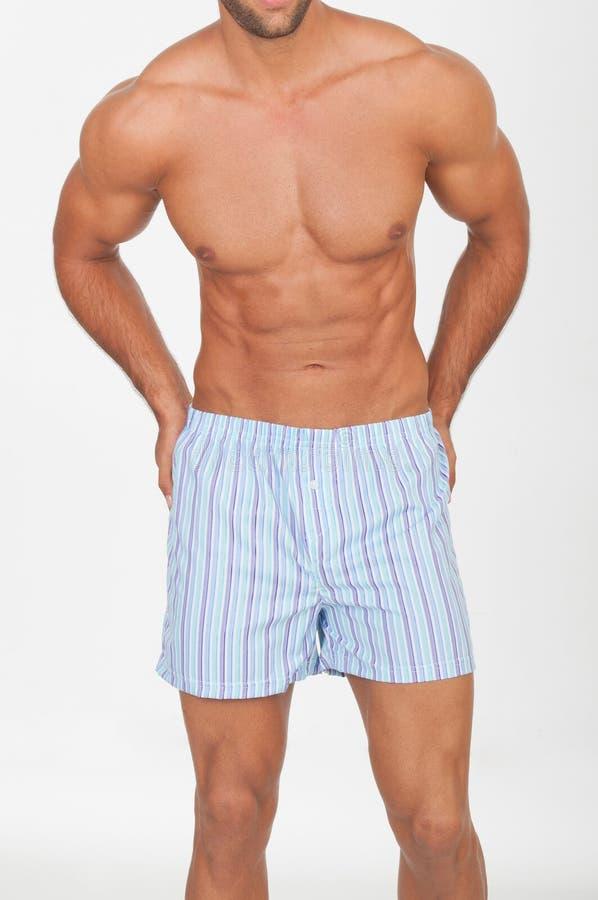 Άτομο με το γυμνό κορμό στο εσώρουχο στοκ εικόνα