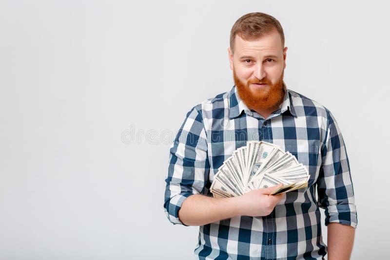 Άτομο με το μέρος εκμετάλλευσης γενειάδων των λογαριασμών εκατό-δολαρίων στοκ εικόνες