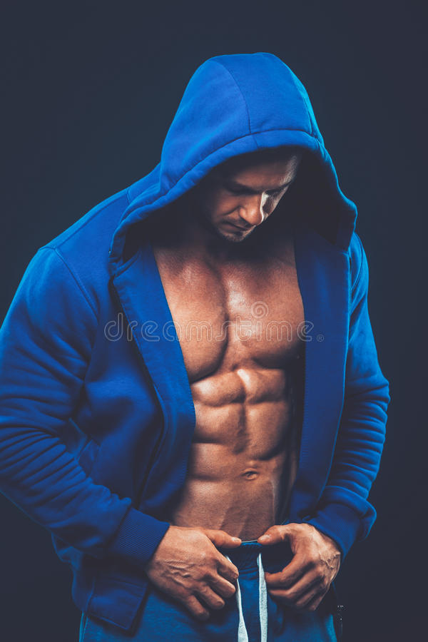 Άτομο με το μυϊκό κορμό Ισχυρό αθλητικό πρότυπο ικανότητας ατόμων στοκ εικόνες