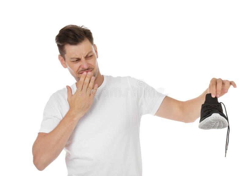 Άτομο που αισθάνεται την κακή μυρωδιά από το παπούτσι στοκ εικόνα