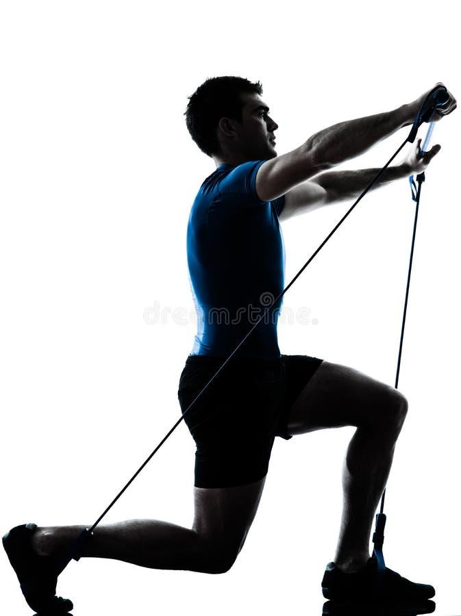 Άτομο που ασκεί gymstick workout τη στάση ικανότητας στοκ φωτογραφία με δικαίωμα ελεύθερης χρήσης