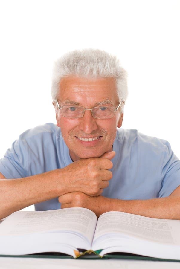 Άτομο που διαβάζεται όμορφο στοκ εικόνα με δικαίωμα ελεύθερης χρήσης