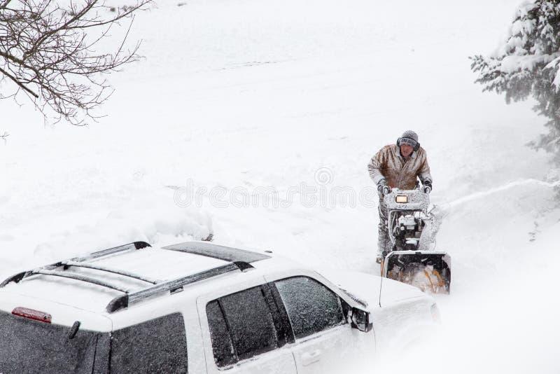 Άτομο που εκρήγνυται driveway στοκ εικόνες με δικαίωμα ελεύθερης χρήσης