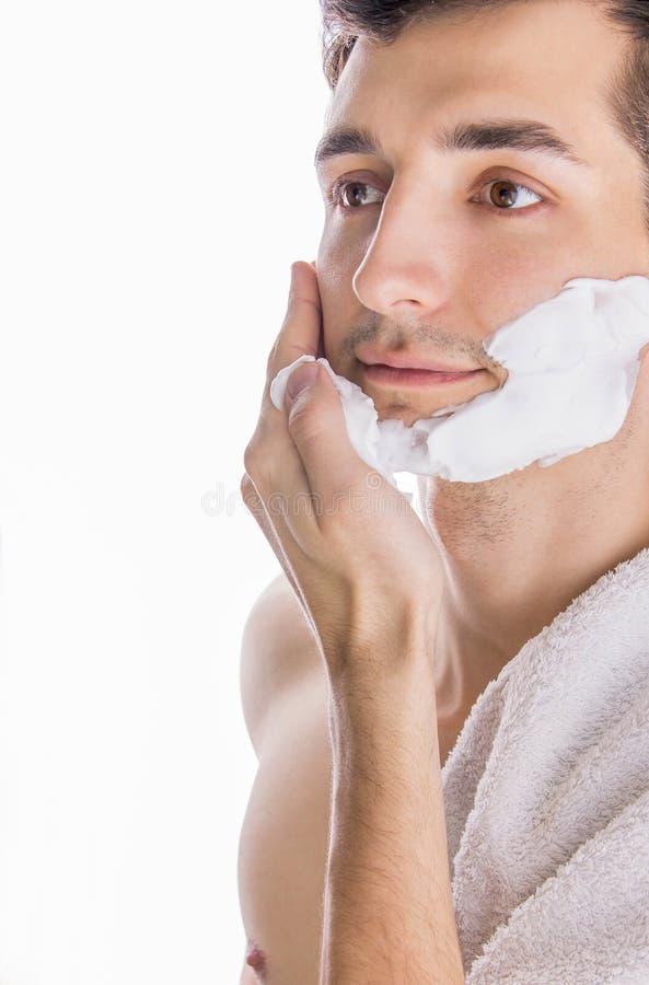 Άτομο που εφαρμόζει τον αφρό ξυρίσματος στοκ εικόνες με δικαίωμα ελεύθερης χρήσης