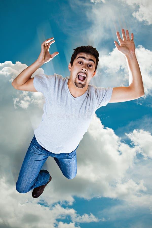 Άτομο που πέφτει από τον ουρανό στοκ εικόνα
