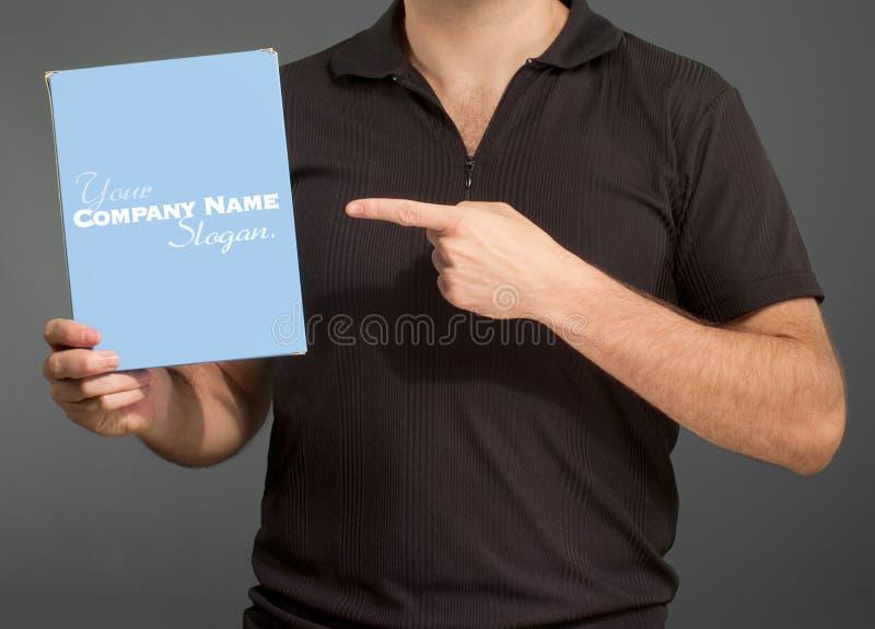 Άτομο που παρουσιάζει κενό κιβώτιο στοκ εικόνες με δικαίωμα ελεύθερης χρήσης