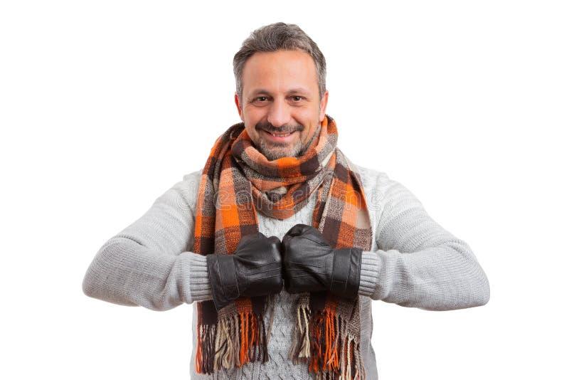 Άτομο που παρουσιάζει τα γάντια ως πρόσκρουση πυγμών στοκ φωτογραφία με δικαίωμα ελεύθερης χρήσης