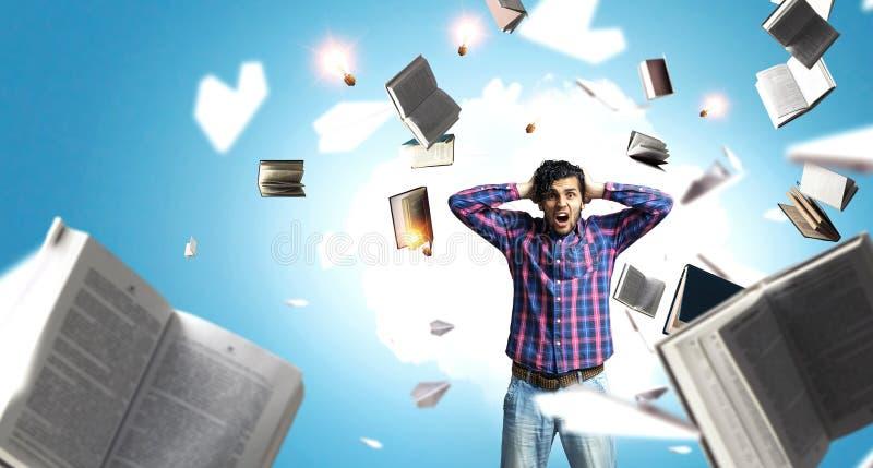 Άτομο που σκέφτεται και που επιδιώκει τη νέα έννοια ιδέας στοκ φωτογραφίες με δικαίωμα ελεύθερης χρήσης