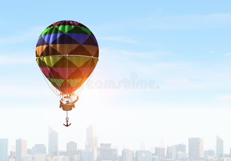 Άτομο που ταξιδεύει στο αερόστατο Μικτά μέσα στοκ φωτογραφίες