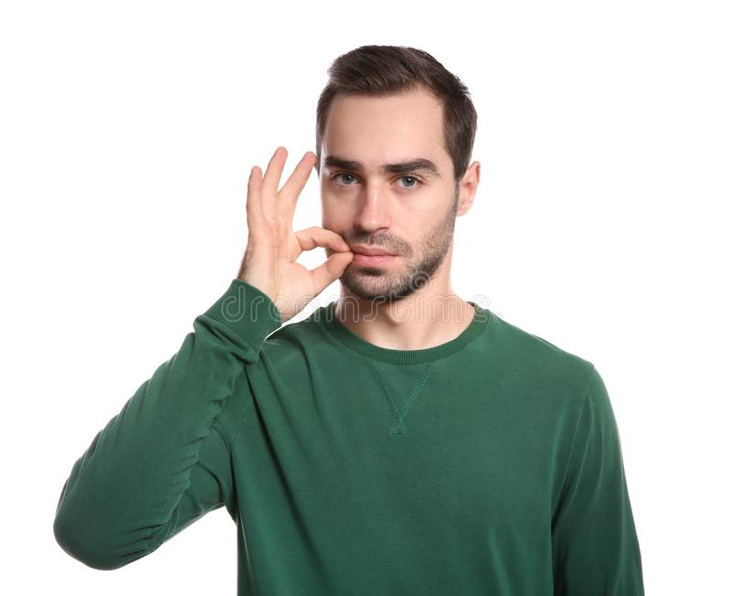 Άτομο που το στόμα του στο λευκό Χρησιμοποίηση της γλώσσας σημαδιών στοκ φωτογραφία