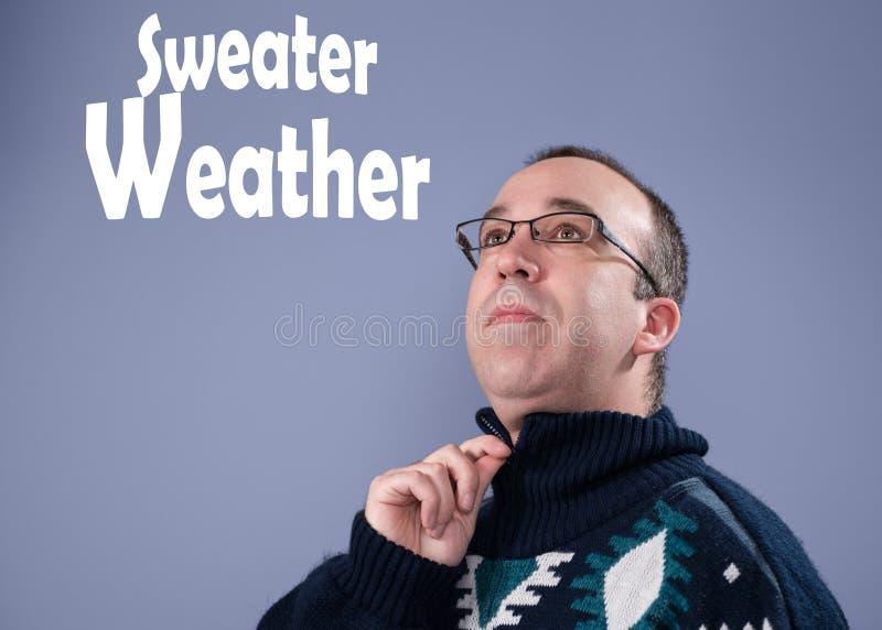 Άτομο που φορά ένα πουλόβερ στοκ εικόνα
