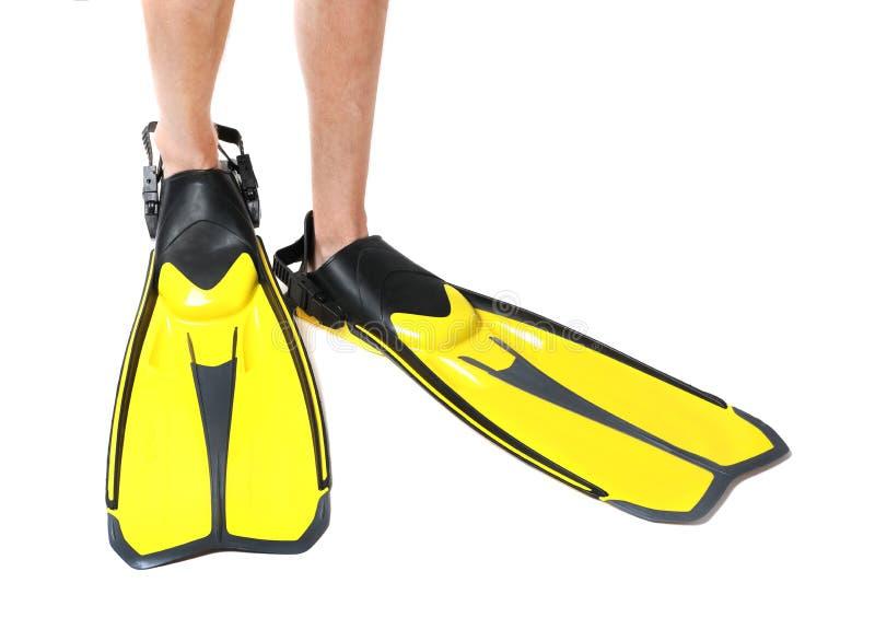 Άτομο που φορά τα κίτρινα βατραχοπέδιλα στοκ εικόνες