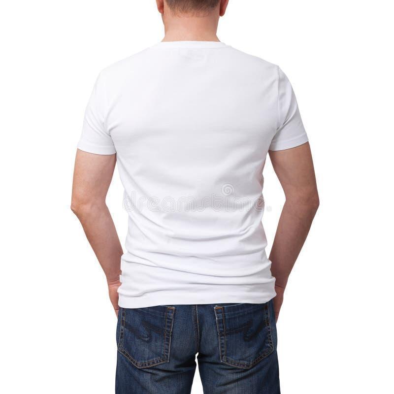 Άτομο που φορά την κενή μπλούζα στο γκρίζο υπόβαθρο τουβλότοιχος με το διάστημα αντιγράφων Σχέδιο μπλουζών και έννοια ανθρώπων -  στοκ εικόνα με δικαίωμα ελεύθερης χρήσης