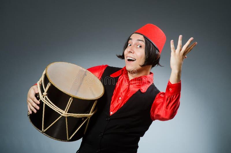Download Άτομο που φορά το κόκκινο καπέλο του Fez Στοκ Εικόνα - εικόνα από οθωμανός, αισθητός: 62705285