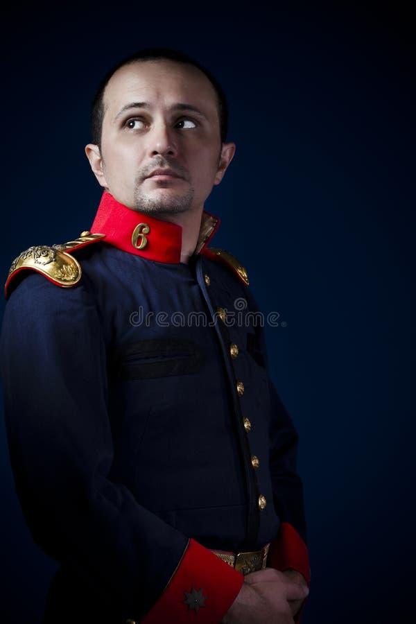 Άτομο που φορά το στρατιωτικό 19$ο αιώνα σακακιών στοκ φωτογραφίες