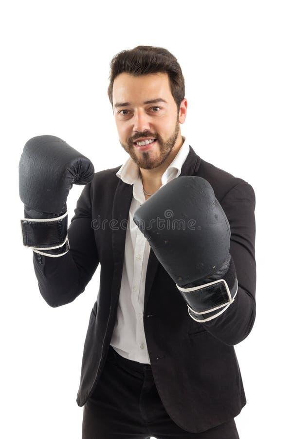 Άτομο σε μια θέση πάλης το γενειοφόρο πρόσωπο φορά το μαύρο σακάκι στοκ εικόνες με δικαίωμα ελεύθερης χρήσης