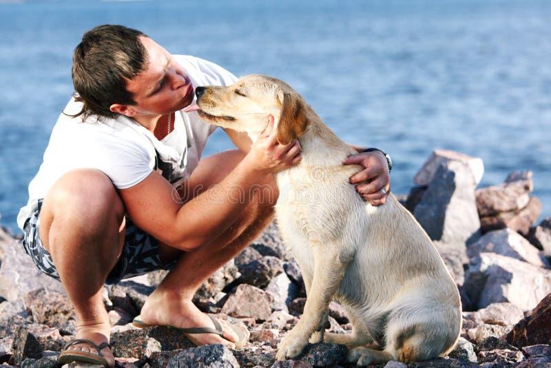 άτομο σκυλιών στοκ φωτογραφία με δικαίωμα ελεύθερης χρήσης