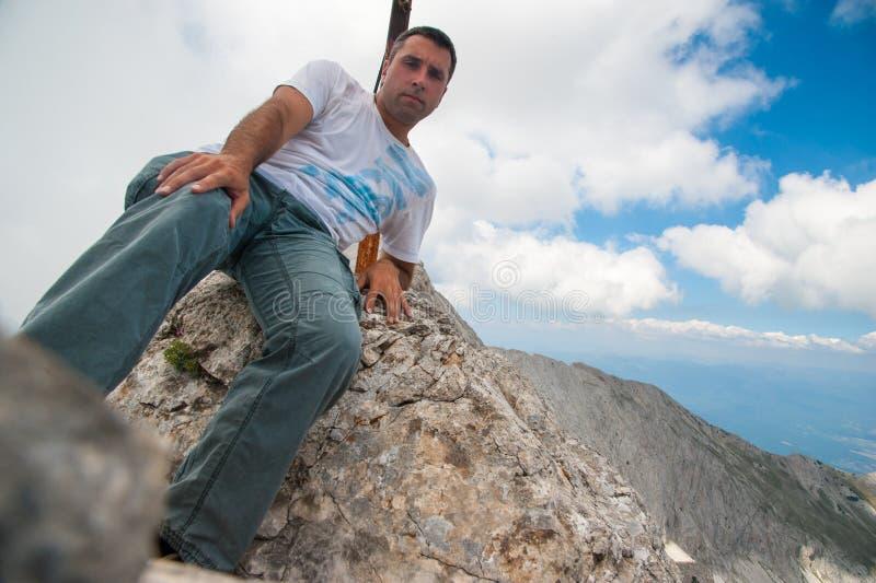 Άτομο στην αιχμή Koncheto στο βουνό Pirin στοκ φωτογραφία με δικαίωμα ελεύθερης χρήσης