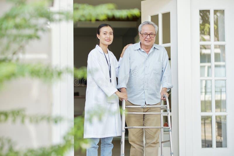 Άτομο στη ιδιωτική κλινική στοκ εικόνες με δικαίωμα ελεύθερης χρήσης